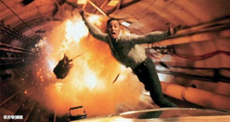 ヘリがトンネル内で爆破!?